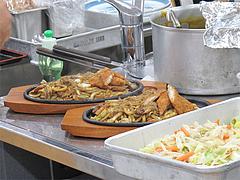 15めかり特製焼カレーうどん(ふぐフライ付)・調理@SAPA麺王決定線2012