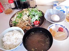 料理:豚ホルモンスタミナ焼セット680円@豚々拍子・笹丘