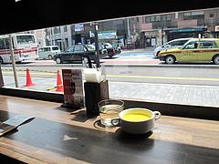 6店内:窓際のカウンター@スペインバル&カフェ エスペランサ
