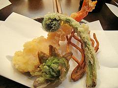 10夜の食事:天ぷら・ふきのとう・こごみ@手打ち蕎麦・やぶ金・大名