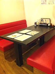 3店内:ボックステーブル席@心灯・みなと温泉・波葉の湯・ベイサイドプレイス博多