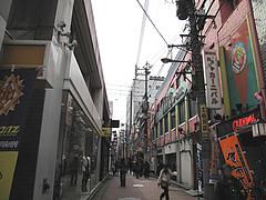 外観:店のある通り@はるやうどん・小倉