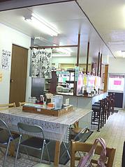 2店内:カウンター・テーブル席@うどん盛安・福岡大学近く