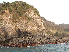 玄武岩の海蝕洞@七ツ釜遊覧