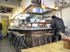 店内:カウンターとテーブル席@大名ちんちん・赤坂