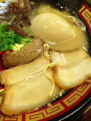 15半熟煮玉子入りラーメン肉@本田商店