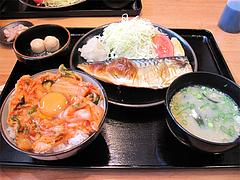 10ランチ:焼き魚定食+キムチ卵かけごはん@日の出食堂・博多駅前