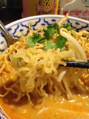 8茹で麺とモヤシ@ガムランディー