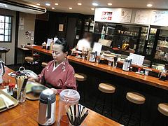 店内:カウンターとテーブル@博多つけ蕎麦かんた・電気ビル裏