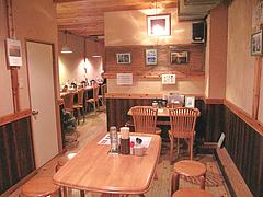 店内:テーブル席@烏骨鶏ラーメン・天照