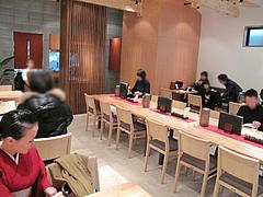 店内:カウンターとテーブル席@かほうや・うどん・赤坂