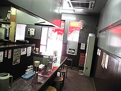 2店内:カウンター席のみ@博多龍龍軒・祇園店