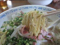 12オニオンベーコンスパイシー麺メン@らさろ亭