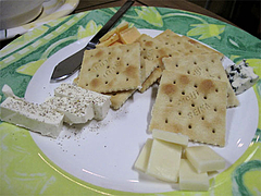 料理:チーズの盛り合わせ4種500円@ワイン角打ち・赤木酒店・大橋