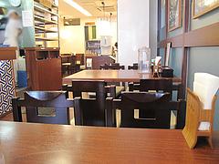 5店内:テーブル席@つるまる饂飩・福岡天神店