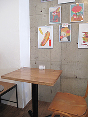 4店内:テーブル@サンディッシュ・カフェ・美野島