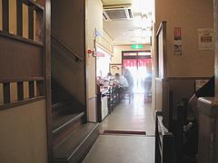 店内:1階のカウンター@中華しんちゃん・天神