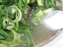 ラーメン・カタ・ネギ山のスープ@ラーメン住吉亭・博多駅南