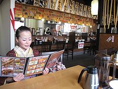 4店内:カウンターとテーブル@濃厚つけ麺・風雲丸・福岡鶴田店