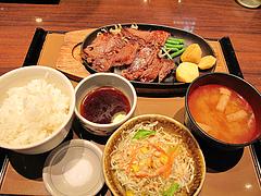料理:ビーフステーキ定食890円@やよい軒・天神2丁目店