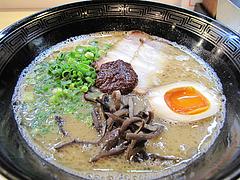 料理:白豚骨ラーメン500円@拉麺空海・雑餉隈駅前店