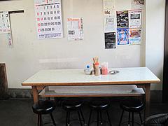 5店内:テーブル@一九ラーメン・老司本店