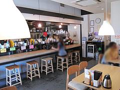 店内:カウンター席とテーブル席@カラフル食堂・那の川