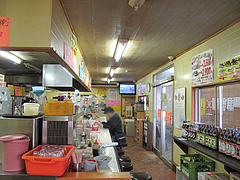3店内:カウンター@一心亭・干隈店