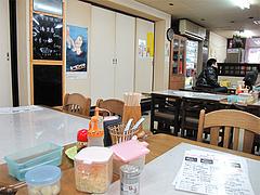 店内:テーブル席・カウンター・座敷@ラーメン居酒屋赤のれん&とん吉・箱崎