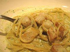 料理:小柱・ジェノベーゼのクリームソースアップ@オッジ・ヒロズスタイル・大名