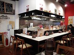 店内:カウンター席@博多味処ぴょんきち・屋台ラーメン居酒屋