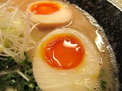 ランチ:とんこつラーメンの煮玉子@あずみ(赤坂井田らーめん)・対馬小路