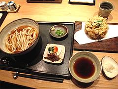 ランチ:冷冷素うどん500円・野菜のかき揚げ500円@うどん・わらの蔵・今泉・天神
