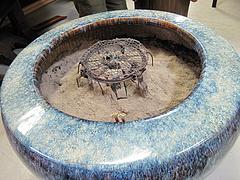 4店内:大きな火鉢と藁灰@カフェくうねる・別府・茶山