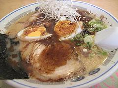 料理:ぶしラーメン600円+ゆで玉子100円@一龍・小倉駅前