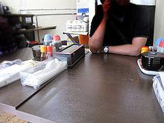 4店内:テーブル席@ラーメン専門店・島系本店・野間店