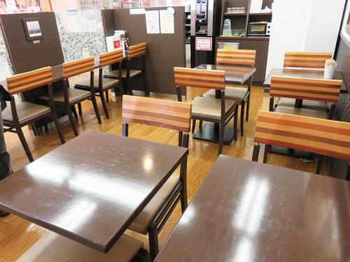 8カフェ店内