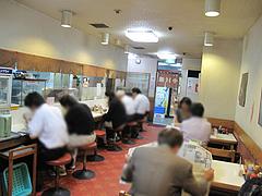5店内:カウンターとテーブル@赤坂十八番