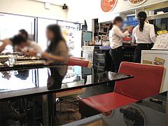 店内:2人用のテーブルが6〜7卓@生パスタOOIWA(オオイワ)・平尾