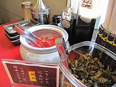 6店内:卓上@麺や・金の豚・ラーメン・野方