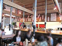 店内:カウンターとテーブル席@嘘の三八・ベイサイドプレイス博多