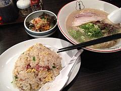 ランチ:ラーメン+焼めし650円@博多味処ぴょんきち・屋台ラーメン居酒屋