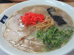 料理:煮玉子入りラーメン740円@魁龍博多本店