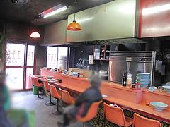 店内:カウンターとテーブル@札幌ラーメン・北海・老司