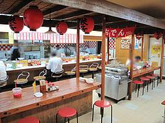 店内:屋台テーブルとカウンター@長浜ラーメン・長浜屋台・一心亭本店