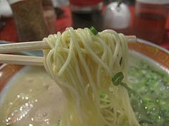 料理:ラーメン麺@成金ラーメン・博多駅前