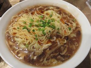 9酸辣湯麺800円@香港プラザ