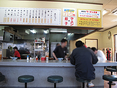 3店内:カウンター席@博多ラーメン・しばらく ・福重店