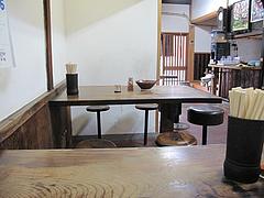 店内:テーブル席@みやけうどん・呉服町
