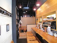 店内:カウンター8席と小上がり8席?@晴商店(はれしょうてん)・福岡市南区那の川